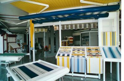 Auf 250 qm Ausstellungsfläche Farbmustern, Beispielen Neuheiten.
